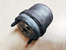 Подушка двигателя правая полиуретан на VOLKSWAGEN Transporter T4 7D0199132C цена: 1000 грн.